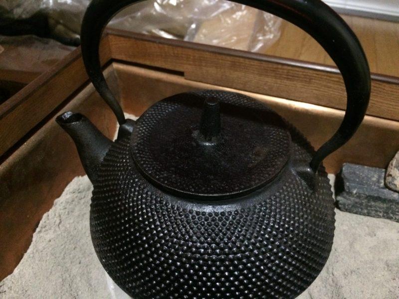 火鉢でお湯を沸かすには時間が掛かり過ぎる。 (4)